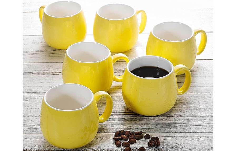 Tazas de café amarillas
