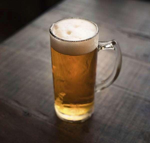 Vasos y jarras de cerveza